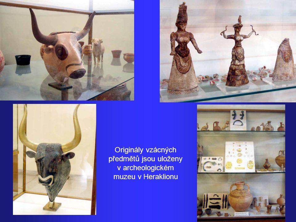 Krétský archeolog Minas Kalokerinos se jako první pustil do vykopávek na pahorku Kefala. Největší zásluhy zde však měl britský archeolog Arthur Evans,