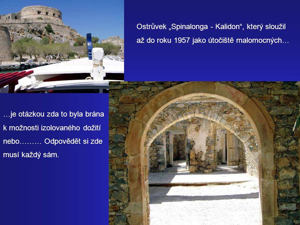 """Malebné přístavní městečko """"Agios Nikolaos kde v jezírku Vulismeni se koupala bohyně Athéna nás opět vrací do současnosti… Přes luxusní """"Eloundu v zálivu Mirabello se dostaneme do minulosti nedávné…"""