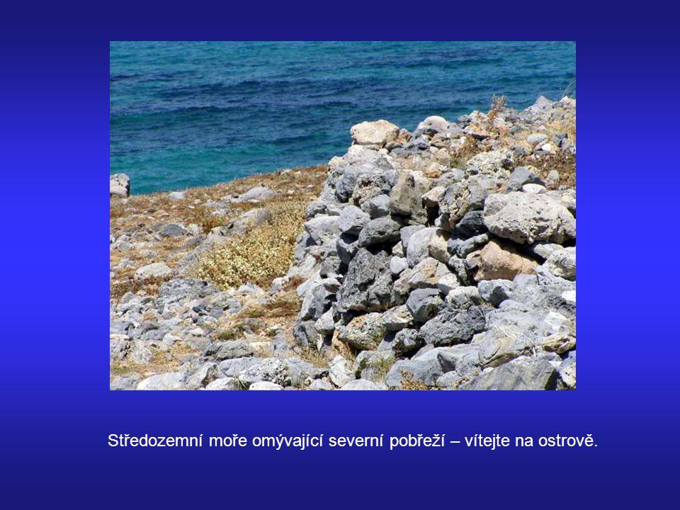 Středozemní moře omývající severní pobřeží – vítejte na ostrově.