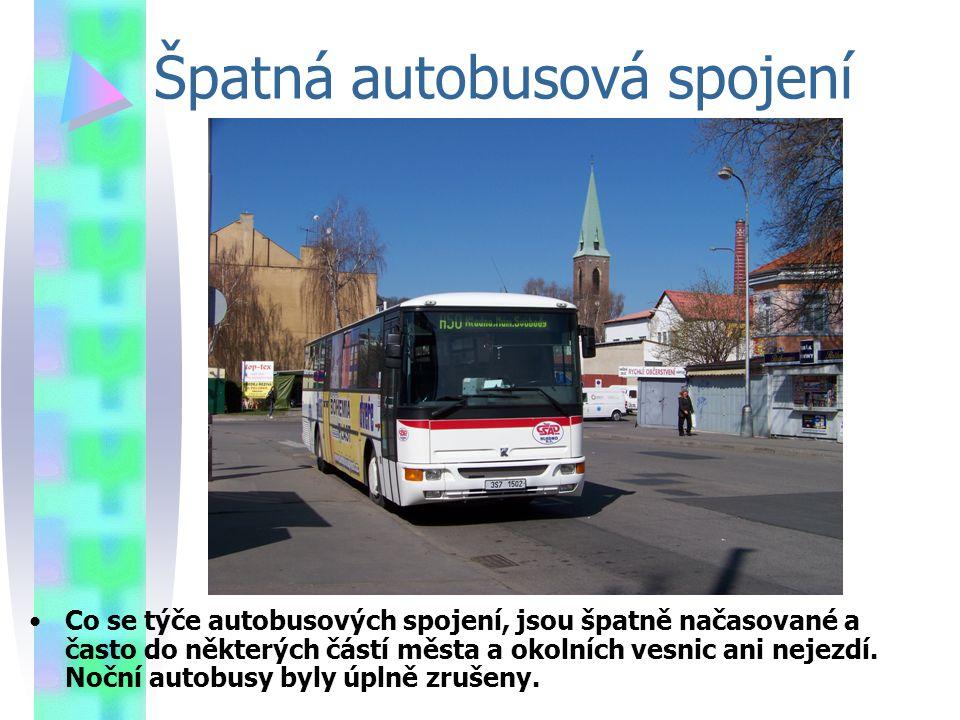 Špatná autobusová spojení Co se týče autobusových spojení, jsou špatně načasované a často do některých částí města a okolních vesnic ani nejezdí.