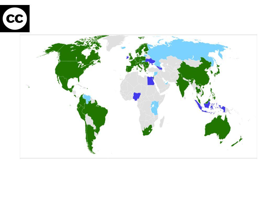 Společné znaky CC licencí ● Licence je nabízena a poskytována neurčitému okruhu osob ● Smlouvu lze uzavřít, i když se o tom autor nedozví ● Licence je poskytována po celou dobu ochrany díla, jsou neodvolatelné (x ochrana u osobnostních práv) ● Nabyvatelé licence jsou vždy oprávněni dílo dále šířit a sdělovat veřejnosti ● Podmínkou všech licencí je uvedení autora původního díla ● Licence je nabízena bezúplatně, jsou nevýhradní ● Licence zanikají v případě porušení podmínek