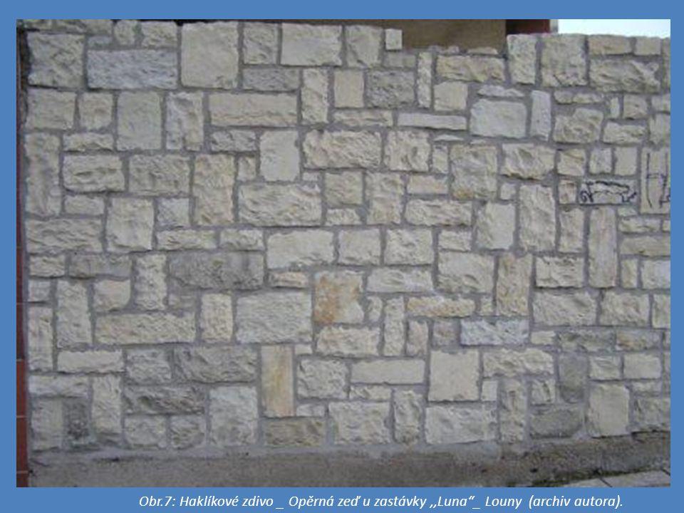 Obr.7: Haklíkové zdivo _ Opěrná zeď u zastávky,,Luna _ Louny (archiv autora).