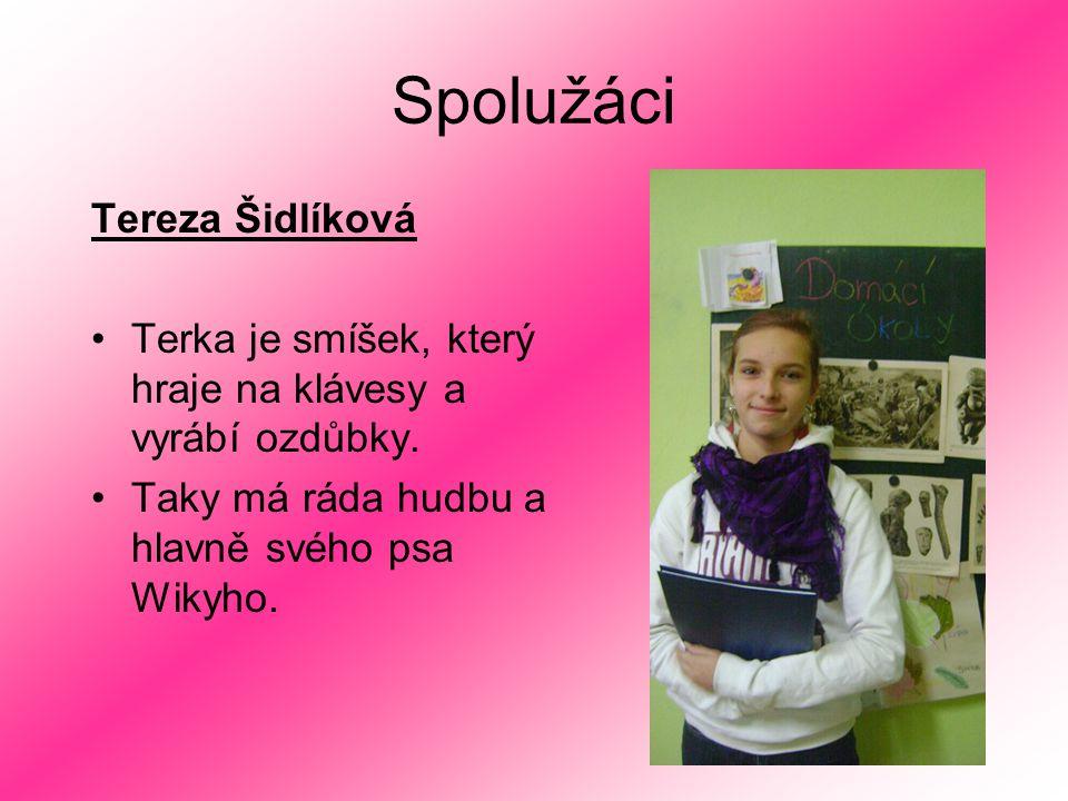 Spolužáci Tereza Šidlíková Terka je smíšek, který hraje na klávesy a vyrábí ozdůbky. Taky má ráda hudbu a hlavně svého psa Wikyho.