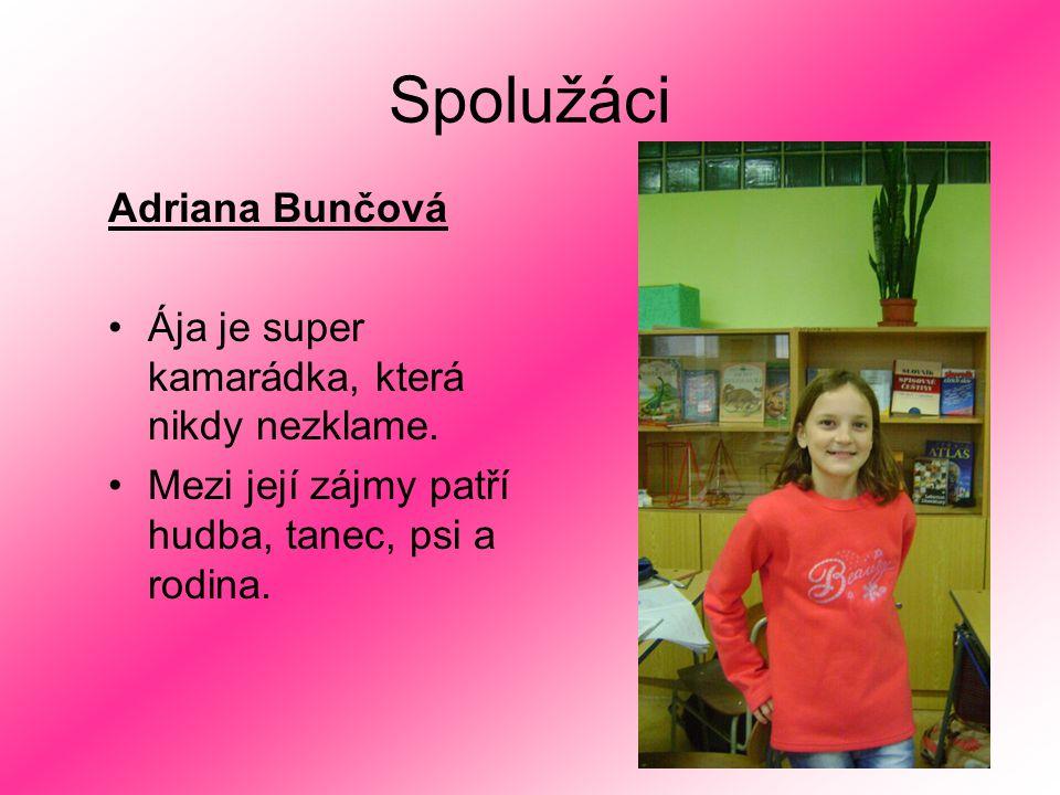 Spolužáci Adriana Bunčová Ája je super kamarádka, která nikdy nezklame. Mezi její zájmy patří hudba, tanec, psi a rodina.
