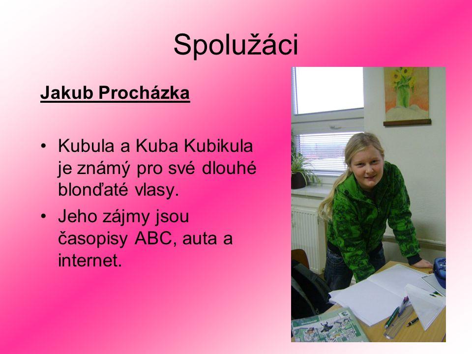 Spolužáci Jakub Procházka Kubula a Kuba Kubikula je známý pro své dlouhé blonďaté vlasy. Jeho zájmy jsou časopisy ABC, auta a internet.