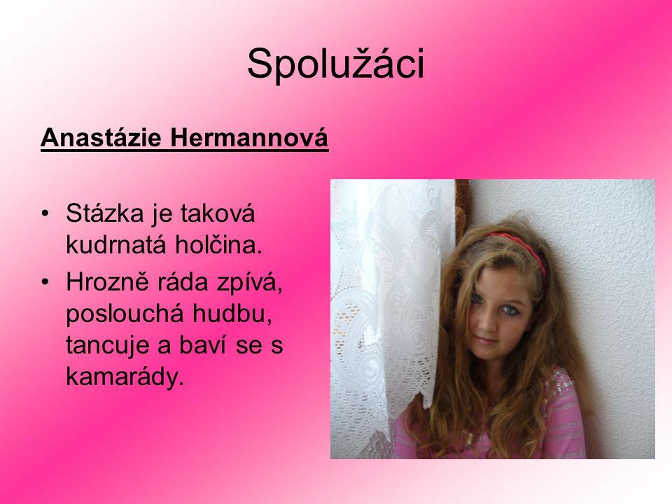 Spolužáci Anastázie Hermannová Stázka je taková kudrnatá holčina. Hrozně ráda zpívá, poslouchá hudbu, tancuje a baví se s kamarády.