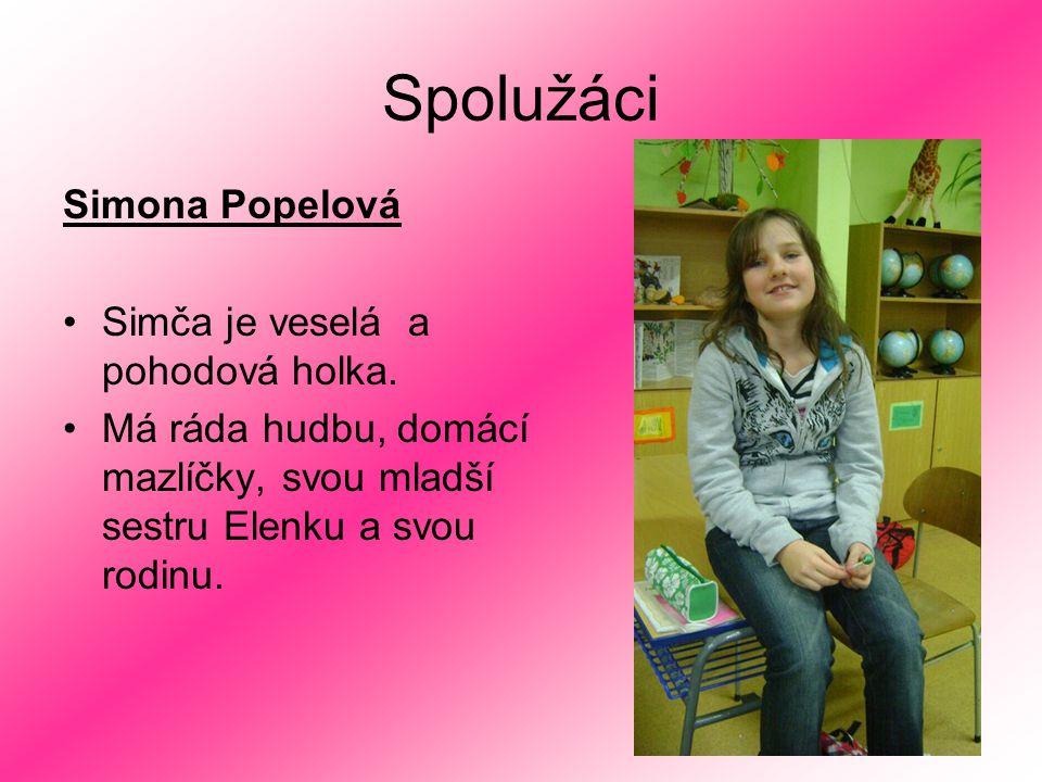Spolužáci Simona Popelová Simča je veselá a pohodová holka. Má ráda hudbu, domácí mazlíčky, svou mladší sestru Elenku a svou rodinu.