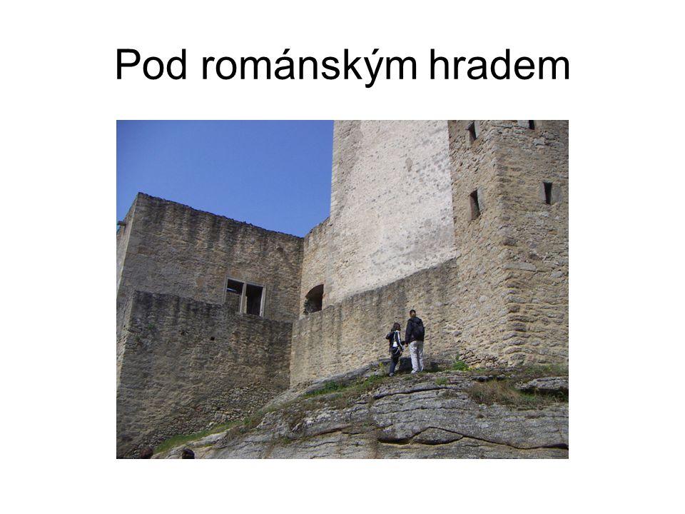 Pod románským hradem
