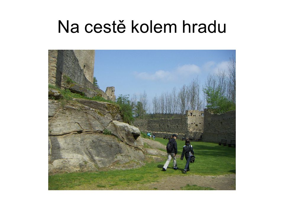 Na cestě kolem hradu