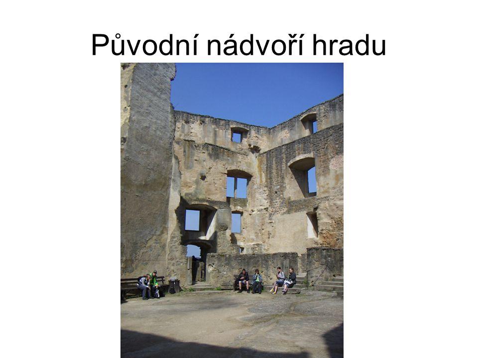 Původní nádvoří hradu