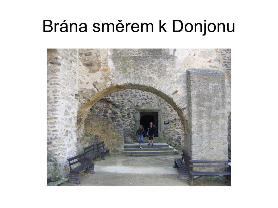 Brána směrem k Donjonu