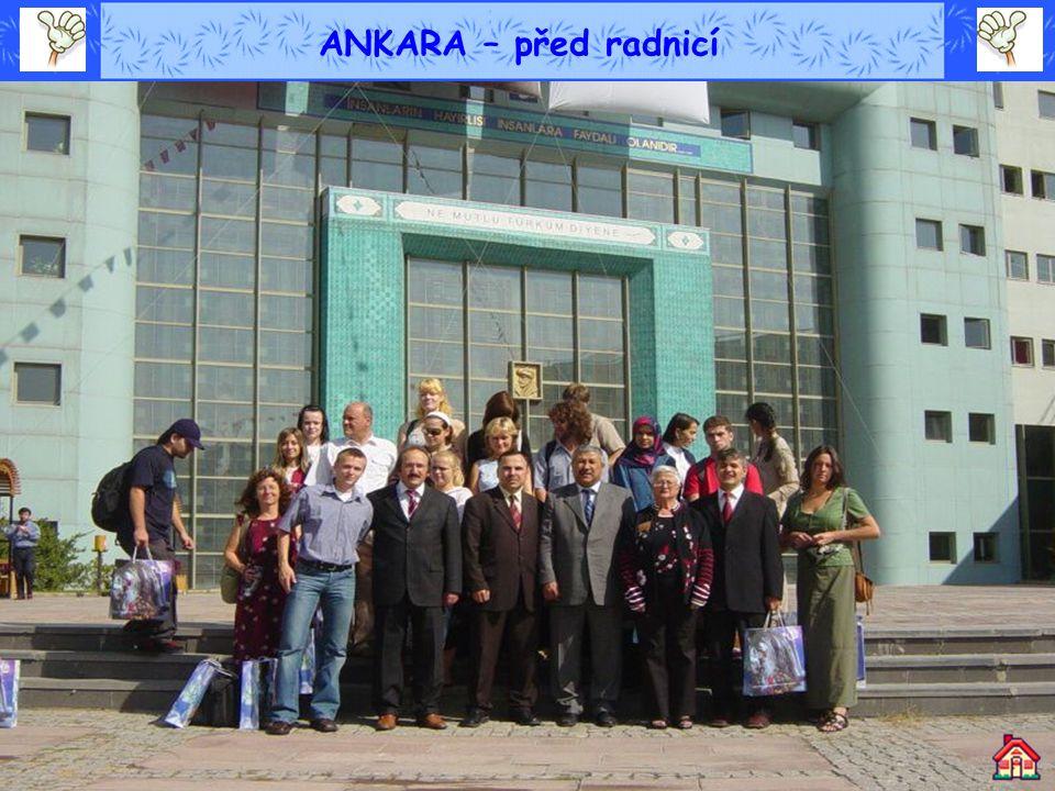 ANKARA – před radnicí