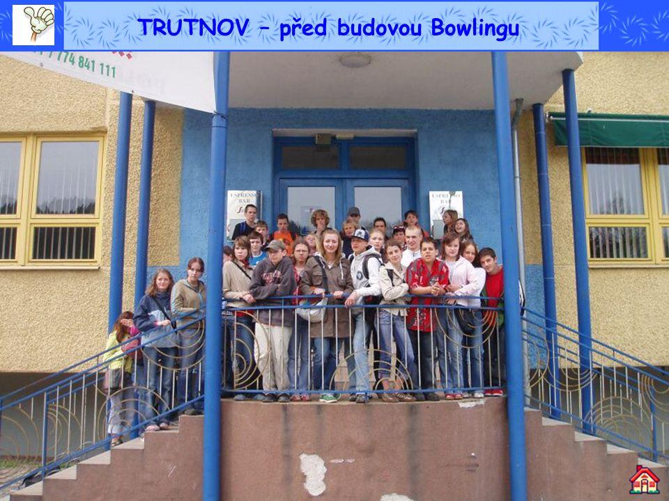 TRUTNOV – před budovou Bowlingu