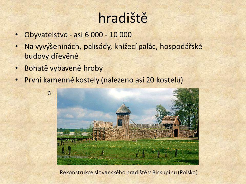 hradiště Obyvatelstvo - asi 6 000 - 10 000 Na vyvýšeninách, palisády, knížecí palác, hospodářské budovy dřevěné Bohatě vybavené hroby První kamenné ko