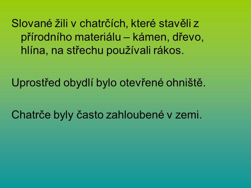 Slované žili v chatrčích, které stavěli z přírodního materiálu – kámen, dřevo, hlína, na střechu používali rákos. Uprostřed obydlí bylo otevřené ohniš