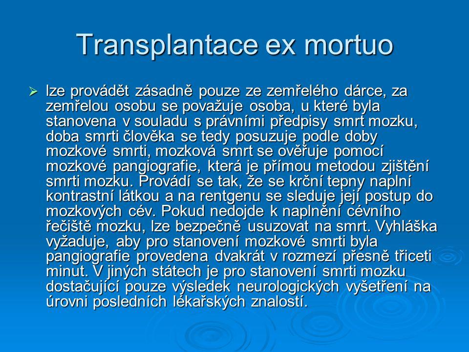 Transplantace ex mortuo  lze provádět zásadně pouze ze zemřelého dárce, za zemřelou osobu se považuje osoba, u které byla stanovena v souladu s právn