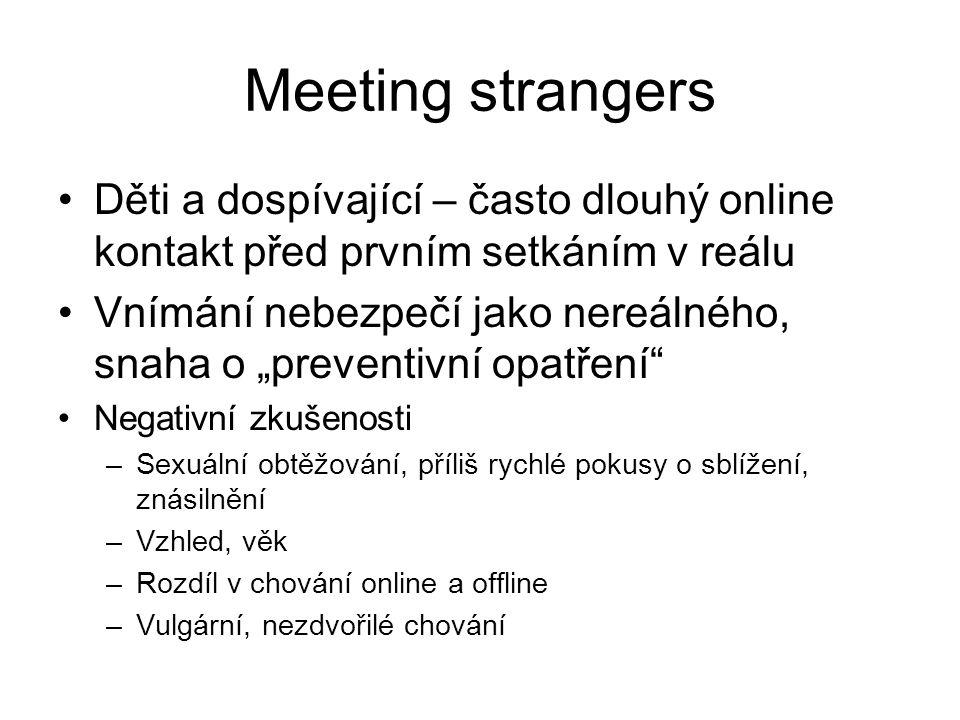"""Meeting strangers Děti a dospívající – často dlouhý online kontakt před prvním setkáním v reálu Vnímání nebezpečí jako nereálného, snaha o """"preventivn"""