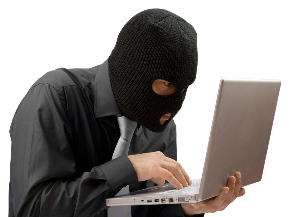 """Opakování 3 - odpovědi 1) Trojský kůň se na první pohled chová jako zcela legální program, ve skutečnosti však tajně provádí škodlivé operace Nejčastěji spojeny se zadními vrátky do nakaženého PC (backdoor) 2) """"Špehovací software – informace ukládá a většinou odesílá útočníkovi 3) znepříjemňuje práci s PC reklamou (vyskakující okna, změna startovní stránky prohlížeče apod.), často nebývá ani tak škodlivý jako spíš otravný"""