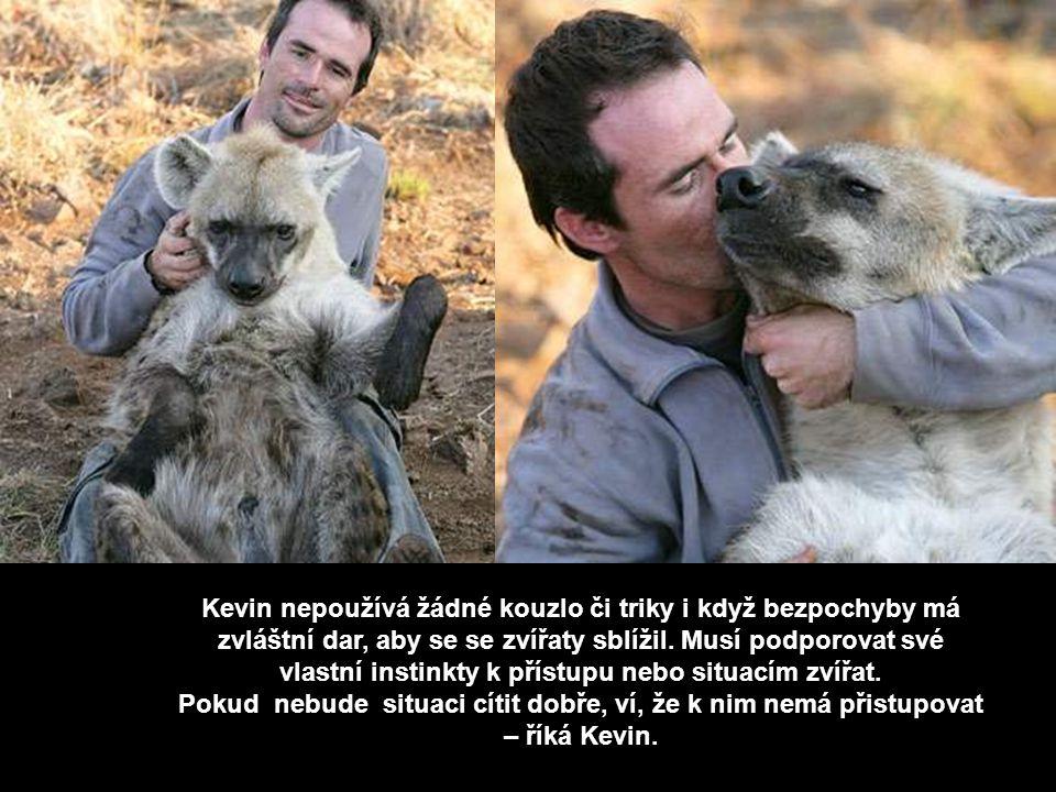 Richardson bydlí v Wildlife Reserve nedaleko Johannesburku v Jihoafrické republice a má instiktivní dar, který vám umožní komunikovat bezpečně s těmit