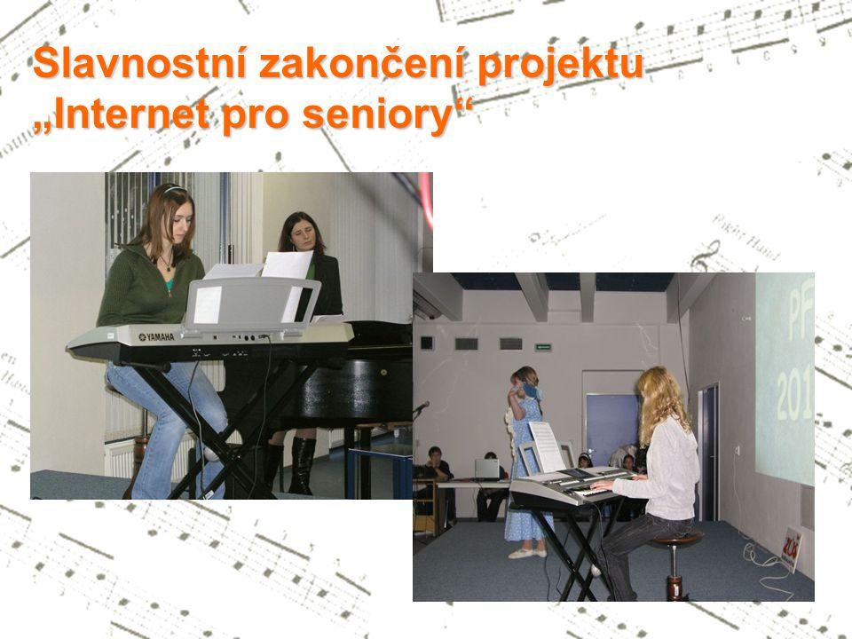 Působnost žáků klávesového oddělení se neomezuje na koncertní sál základní umělecké školy - již od prvních ročníků vystupují při nejrůznějších veřejných příležitostech.