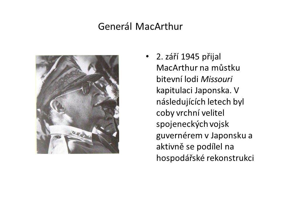 Generál MacArthur 2. září 1945 přijal MacArthur na můstku bitevní lodi Missouri kapitulaci Japonska. V následujících letech byl coby vrchní velitel sp