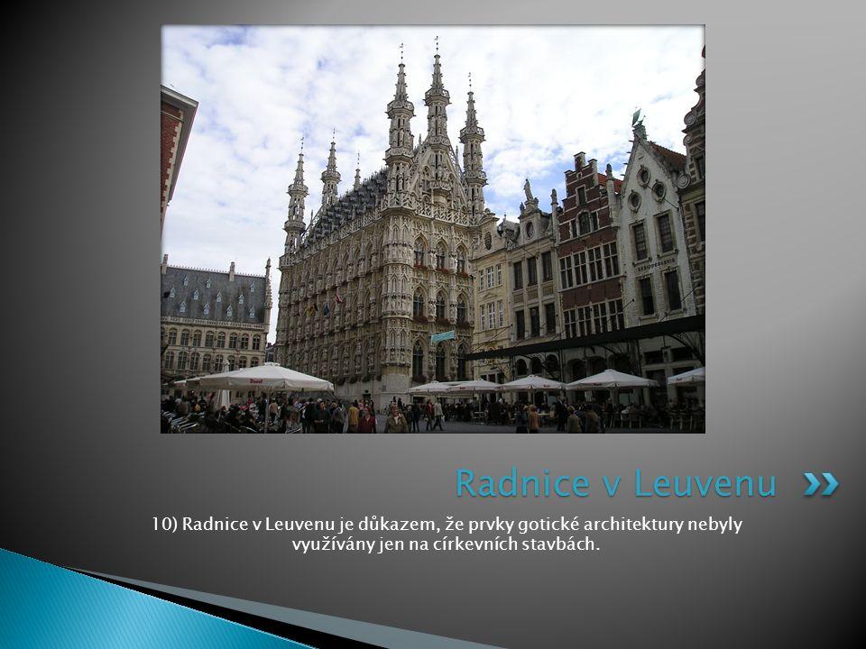 10) Radnice v Leuvenu je důkazem, že prvky gotické architektury nebyly využívány jen na církevních stavbách. Radnice v Leuvenu