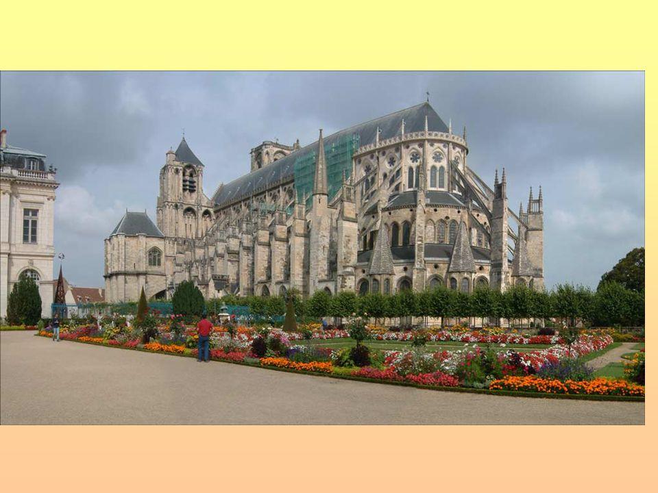 Palác a zahrady ve Versailles Hlavní sídlo francouzských králů od doby Ludvíka XIV.