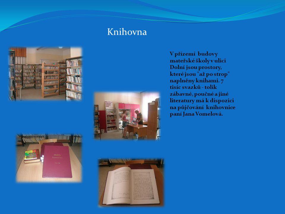 Knihovna V přízemí budovy mateřské školy v ulici Dolní jsou prostory, které jsou až po strop naplněny knihami.