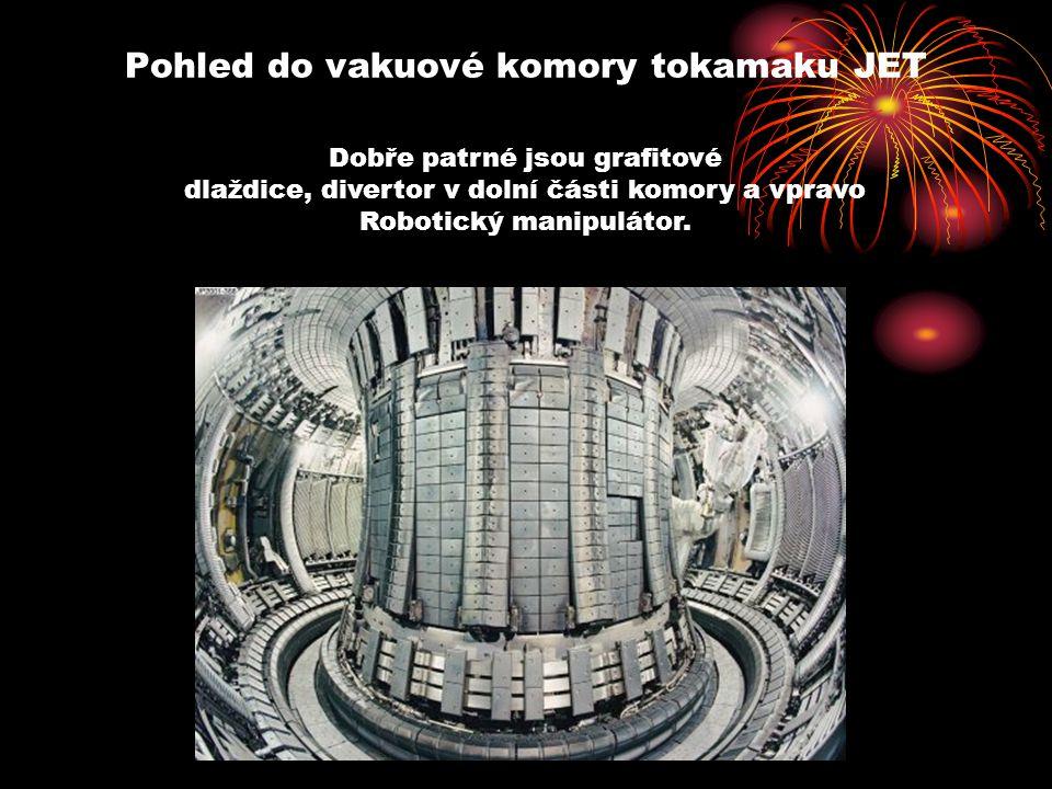 Pohled do vakuové komory tokamaku JET Dobře patrné jsou grafitové dlaždice, divertor v dolní části komory a vpravo Robotický manipulátor.