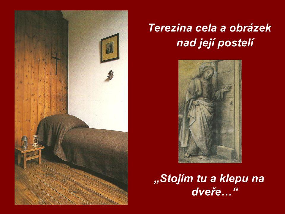 Socha Ježíška v křížové chodbě Karmelu v Lisieux Fotografie se sochou Ježíška a sestrou Terezií od sv.