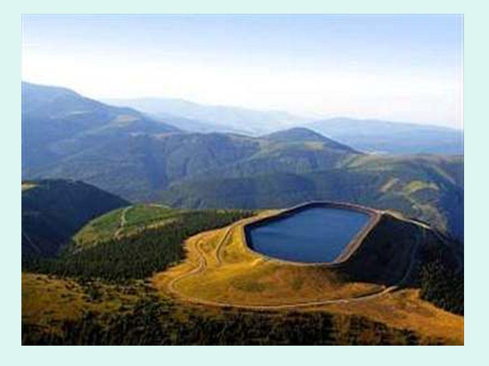 Přehrada Pařížov Tato přehrada je jedna z nejhezčích a nejstarších přehrad na území ČR, leží na řece Doubravě nad obcí.