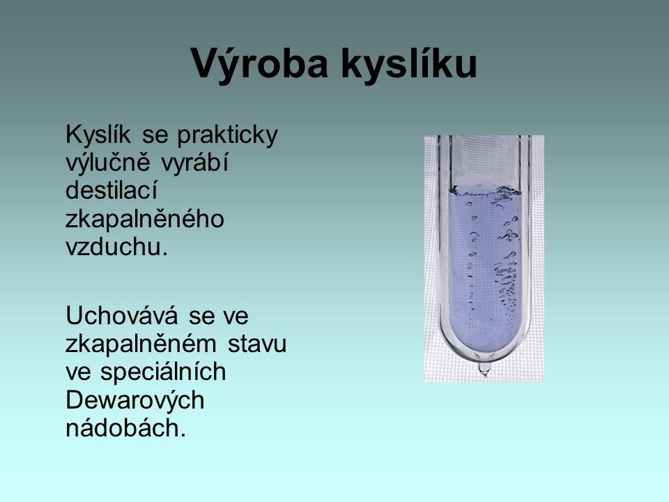 Výroba kyslíku Kyslík se prakticky výlučně vyrábí destilací zkapalněného vzduchu. Uchovává se ve zkapalněném stavu ve speciálních Dewarových nádobách.