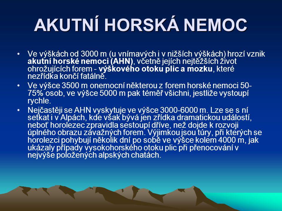 AKUTNÍ HORSKÁ NEMOC Ve výškách od 3000 m (u vnímavých i v nižších výškách) hrozí vznik akutní horské nemoci (AHN), včetně jejích nejtěžších život ohro