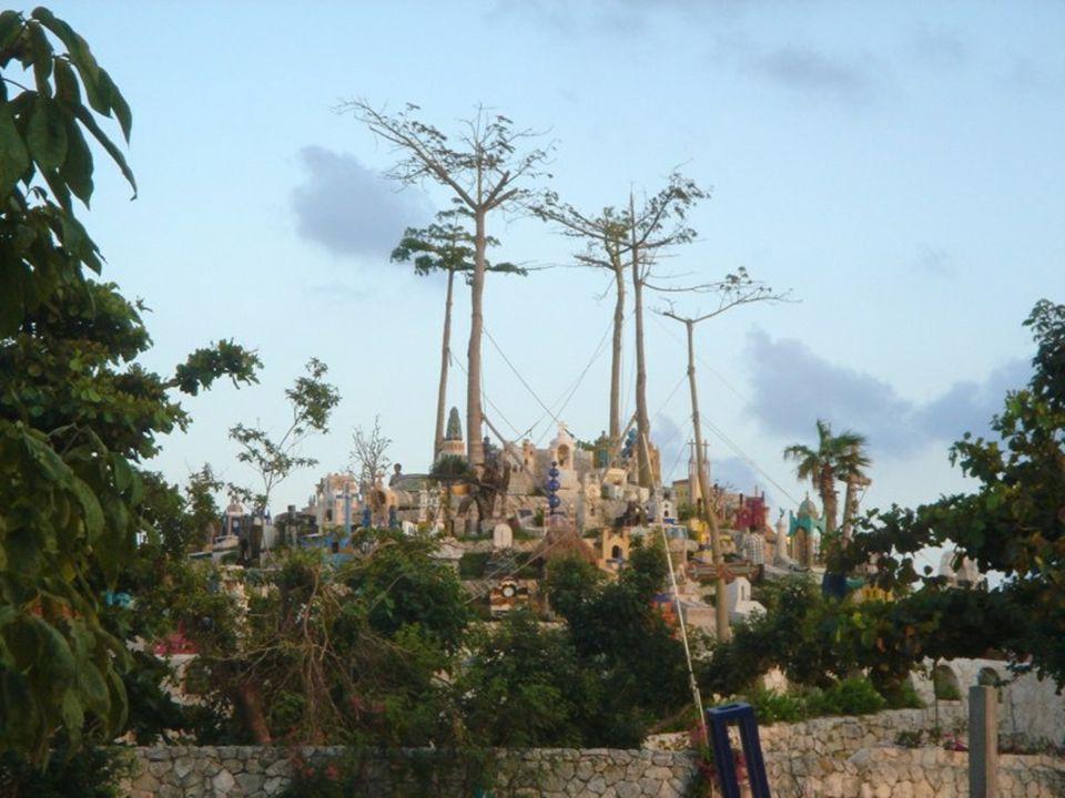 Yucatán je jedním z 31 mexických států, rozkládající se na stejnojmenném poloostrově. Nedaleko města Cancun se rozkládá národní park Xcaret. Jedním z