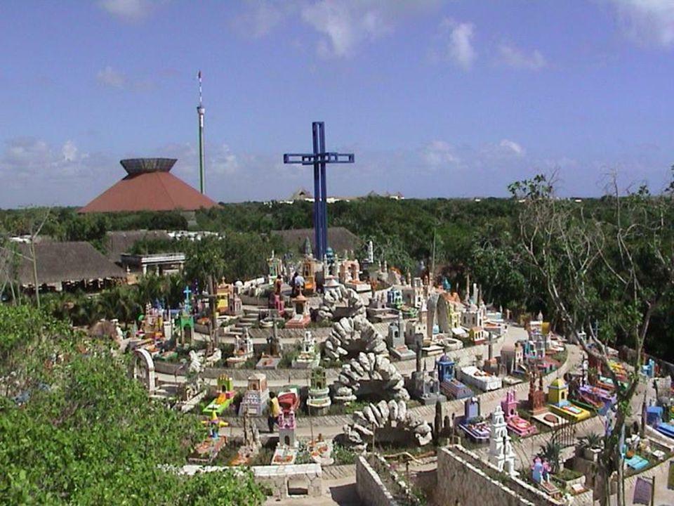 Je to uměle vybudovaný symbolický hřbitov mající rysy společné pro hřbitovy mayské i křesťanské. Na návrší tvořeném sedmi terasami (počet dnů v týdnu)