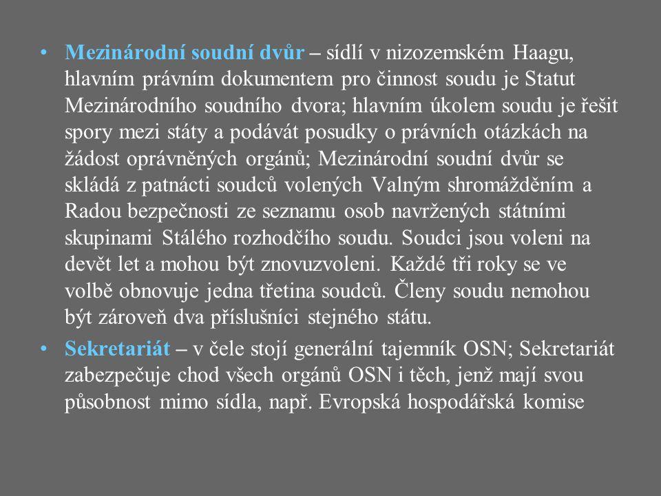 Generální tajemník OSN Mezi pravomoci generálního tajemníka patří správa majetku OSN a právo zúčastnit se jednání všech orgánů OSN JménoNárodnostVe funkci Trygve LieNorsko19461946 - 19531953 Dag HammarskjöldŠvédsko19531953 - 19611961 U ThantBarma19611961 - 19711971 Kurt WaldheimRakousko19721972 - 19811981 Javier Peréz de CuéllarPeru19821982 - 19911991 Butros Butros-GhálíEgypt19921992 - 19961996 Kofi AnnanGhana19971997 - 20062006 Pan Ki-munJižní Koreaod 20072007