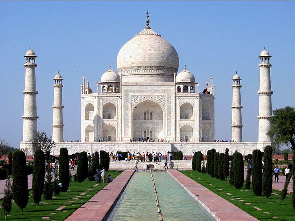 Taj Mahal je monumentální pomník v Ágře ve státě Uttarpradéš v Indii. Nechal ho vystavět indický mogul Šáhdžáhán na památku své předčasně zesnulé ženy