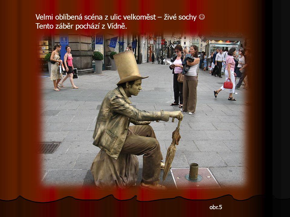 obr.5 Velmi oblíbená scéna z ulic velkoměst – živé sochy Tento záběr pochází z Vídně.