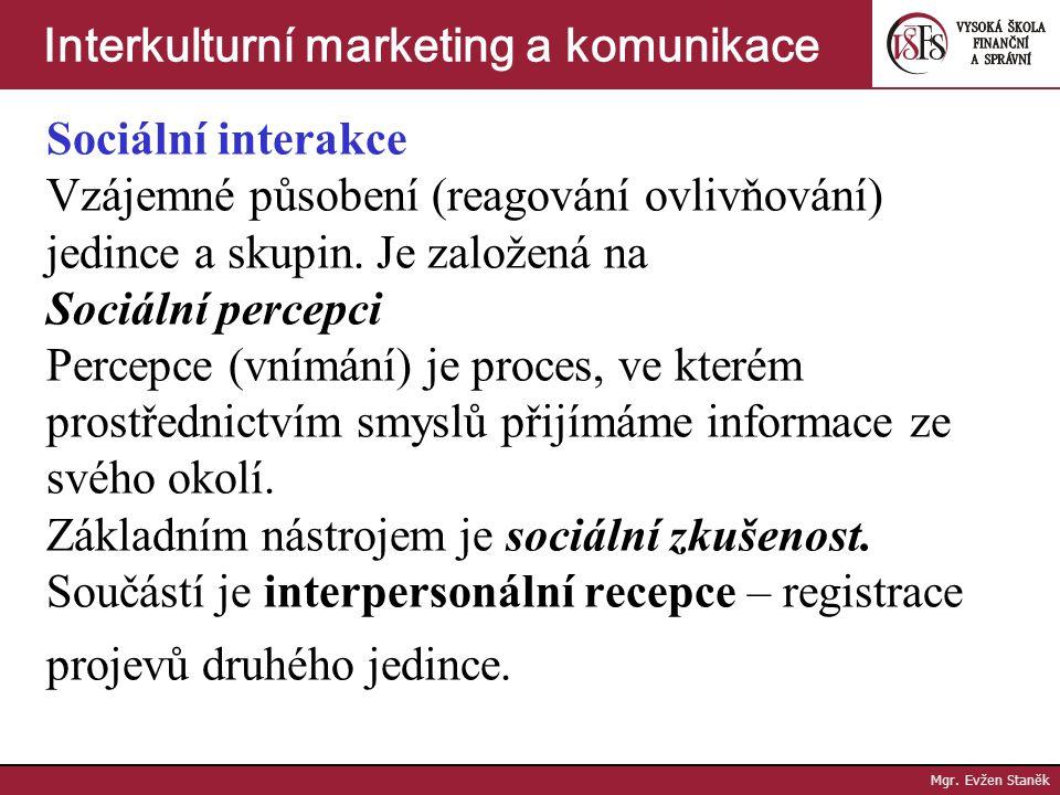Jedním z podstatných segmentů interkulturní komunikace je Sociální styk 1/ Sociální interakce 2/ Sociální komunikace 3/ Kulturní dimenze a standardy M