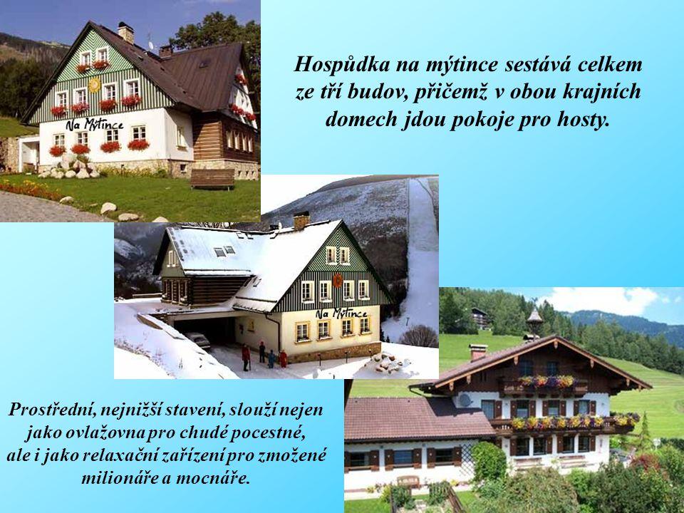 Hospůdka na mýtince sestává celkem ze tří budov, přičemž v obou krajních domech jdou pokoje pro hosty. Prostřední, nejnižší stavení, slouží nejen jako