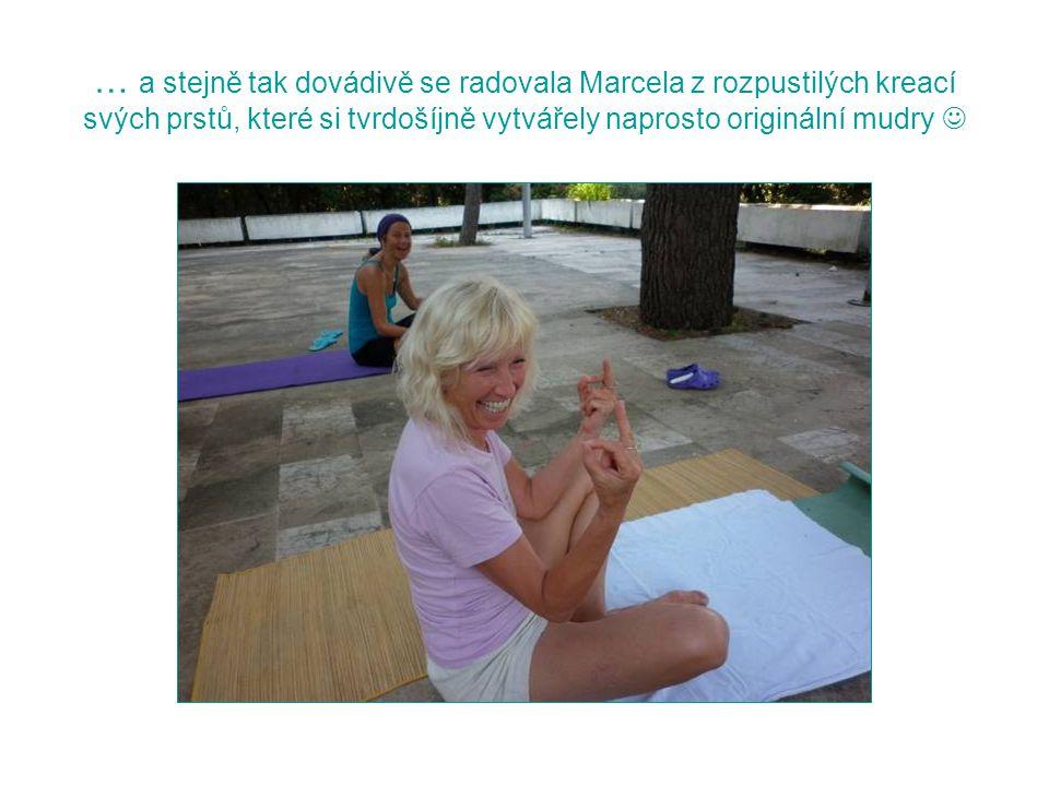 … a stejně tak dovádivě se radovala Marcela z rozpustilých kreací svých prstů, které si tvrdošíjně vytvářely naprosto originální mudry