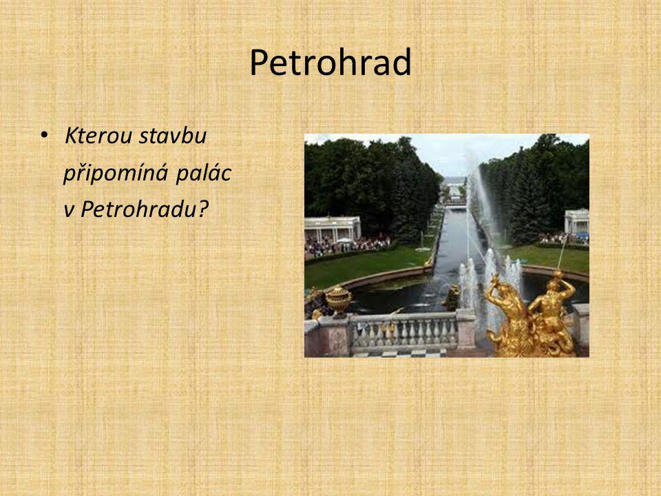 Kterou stavbu připomíná palác v Petrohradu?