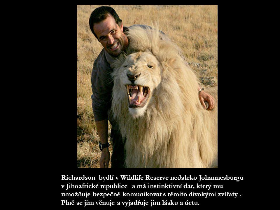 Kevin Richardson Kevin Richardson si vytvořil neuvěřitelné pouto důvěry s velkými kočkami - gepardy, levharty a lvy i s jinými šelmami, např.