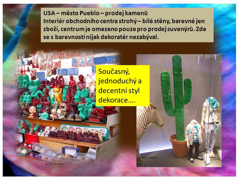 ©c.zuk USA – město Pueblo – prodej kamenů Interiér obchodního centra strohý – bílé stěny, barevné jen zboží, centrum je omezeno pouze pro prodej suvenýrů.