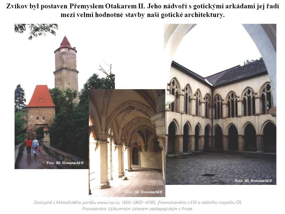 Zvíkov byl postaven Přemyslem Otakarem II. Jeho nádvoří s gotickými arkádami jej řadí mezi velmi hodnotné stavby naší gotické architektury. Dostupné z