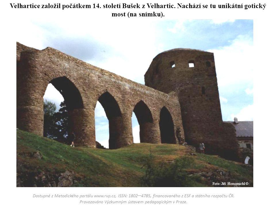 Velhartice založil počátkem 14. století Bušek z Velhartic. Nachází se tu unikátní gotický most (na snímku). Dostupné z Metodického portálu www.rvp.cz,