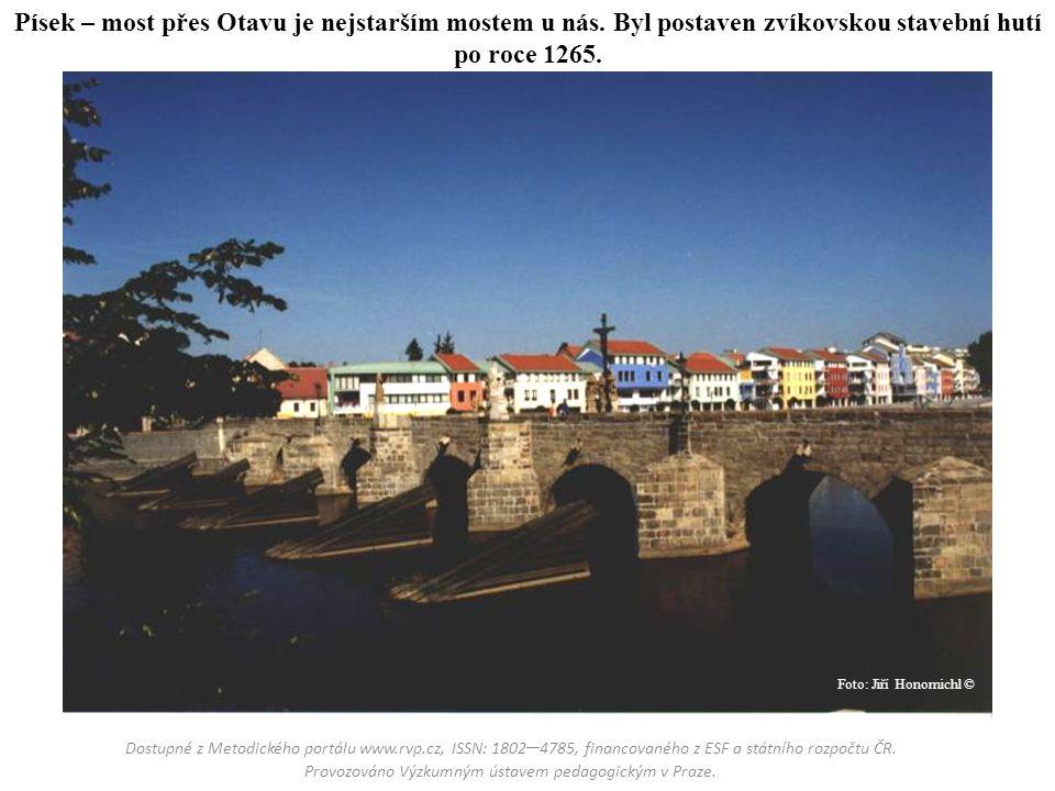 Písek – most přes Otavu je nejstarším mostem u nás. Byl postaven zvíkovskou stavební hutí po roce 1265. Dostupné z Metodického portálu www.rvp.cz, ISS