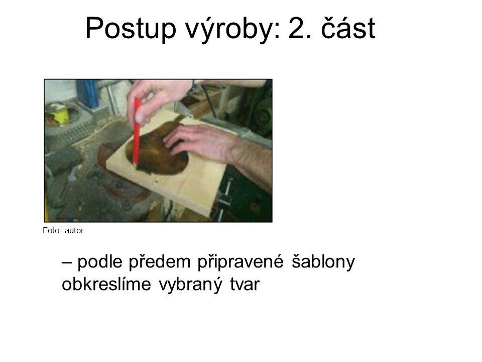 Postup výroby: 2. část Foto: autor – podle předem připravené šablony obkreslíme vybraný tvar