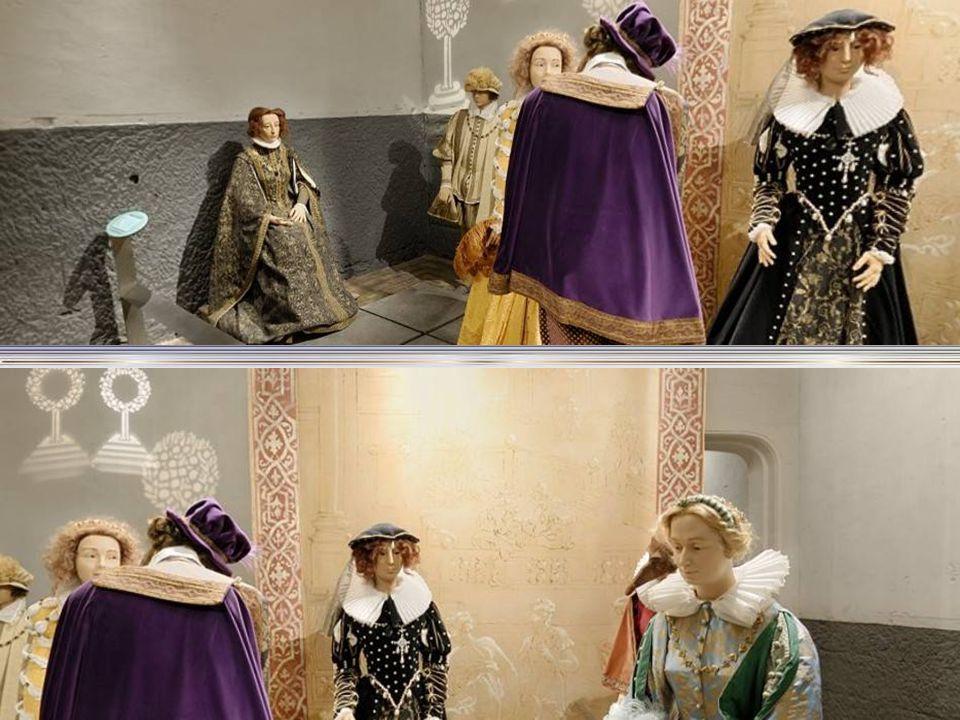 Velmi zajímavé muzeum s výjevy z doby, kdy Kate ř ina Medicejská ž ila na zámku. Postavy a kostýmy jsou dob ř e provedené, jsou zde skupiny vyjad ř uj