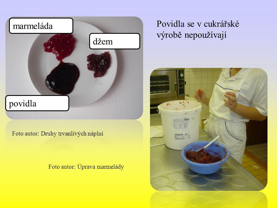 Marmeládové náplně Marmelády jsou upravené ovocné protlaky svařené s cukrem do rosolovité pevné konzistenci.